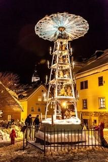 Weihnachtsmarkt Schwarzenberg_Pyramide Internet.jpg